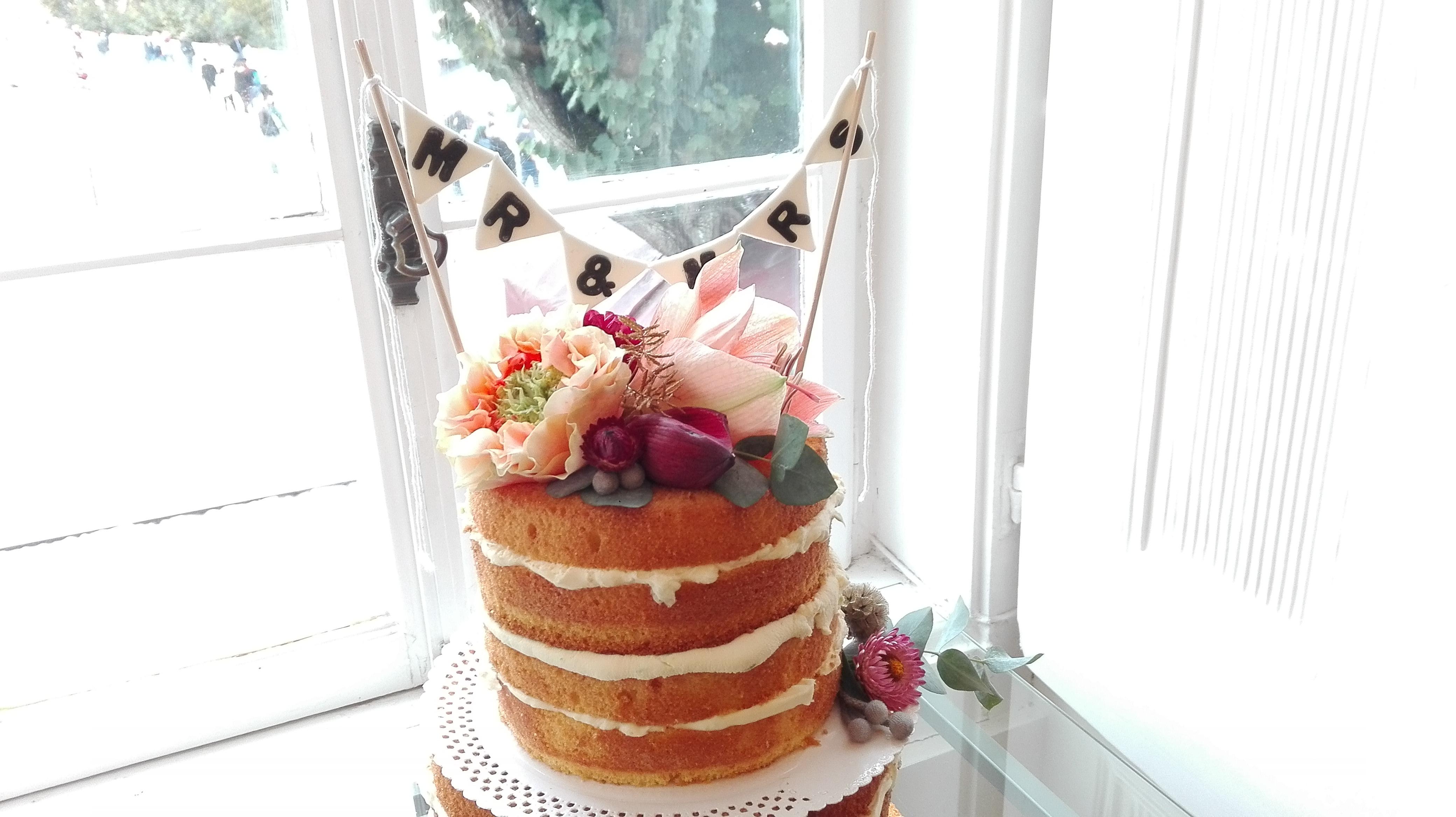 Um bolo florido By Flor de Laranjeira