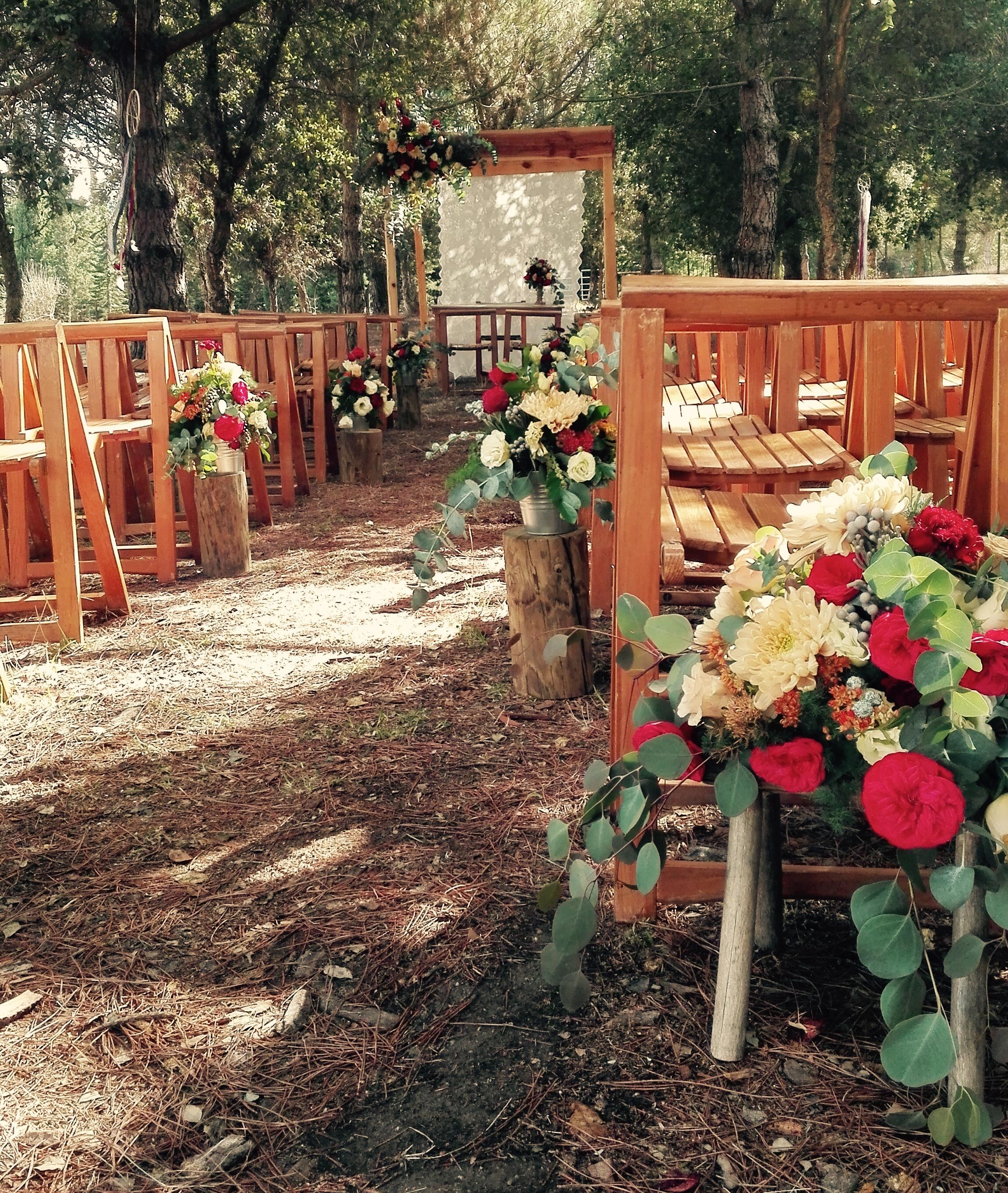 Decoração floral para a cerimónia By Flor de Laranjeira