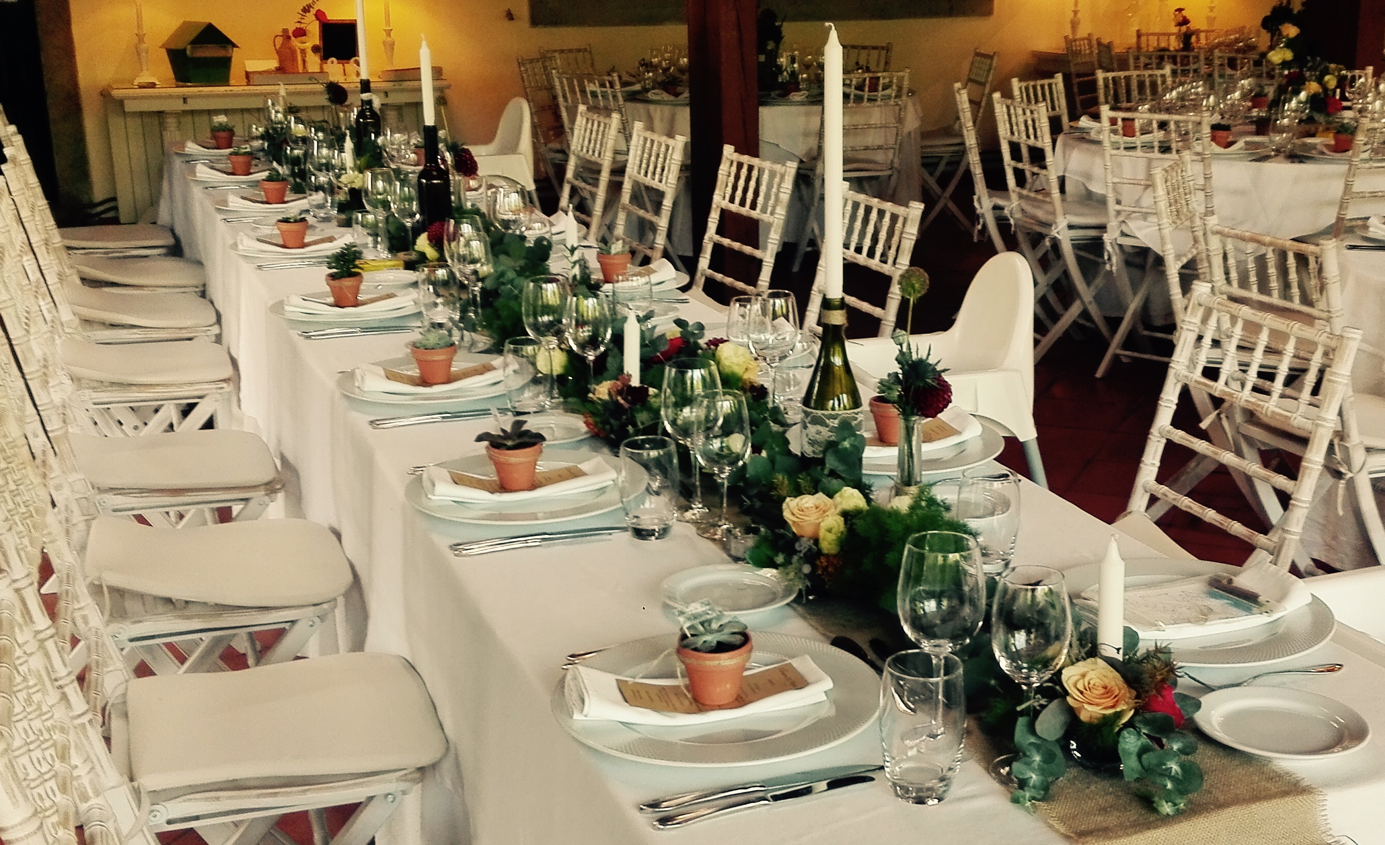 Decoração floral mesa corrida By Flor de Laranjeira